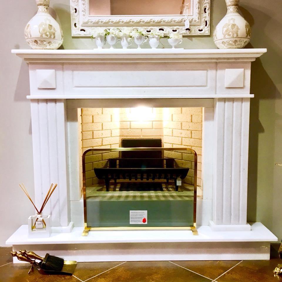 Camino Classico In Marmo cornice caminetto in marmo bianco cristallino
